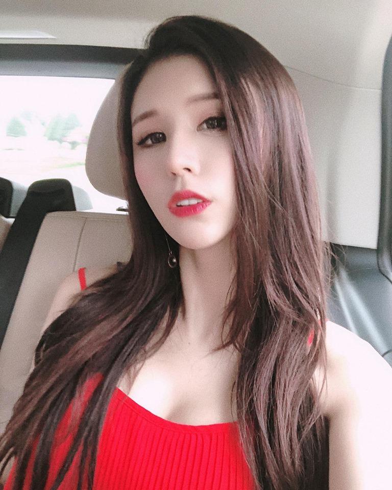 气质美女Miss Abby李小荻比基尼火辣身材插图